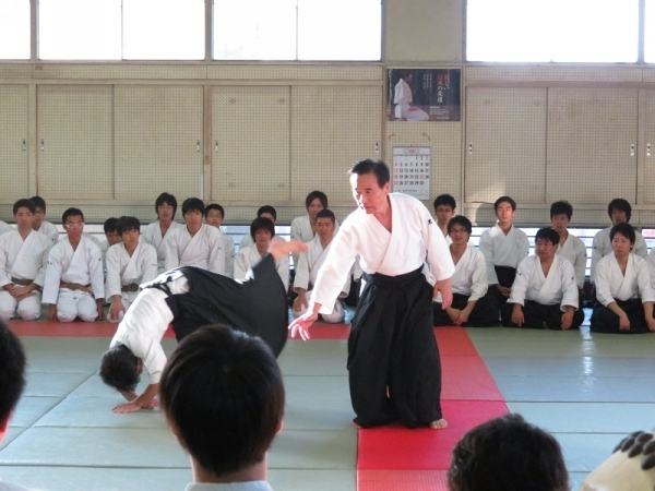Eiichi Kuroiwa teaching Aikido