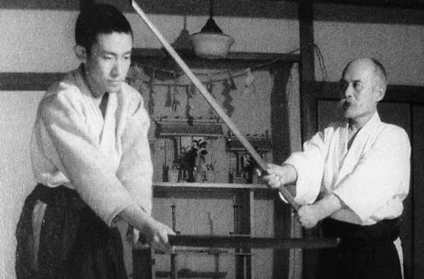 Kisshomaru Ueshiba with his father