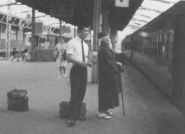 Morito Suganuma and Morihei Ueshiba on a train platform