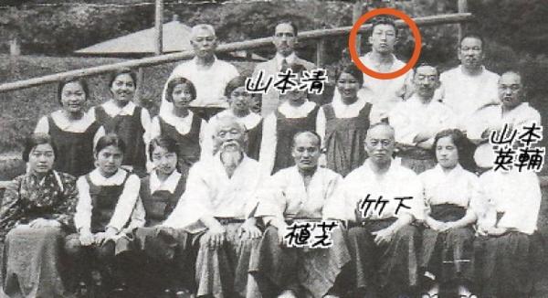 Kenji Tomiki with Morihei Ueshiba in 1926