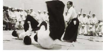 Tsunejiro Hosono demonstrating Daito-ryu