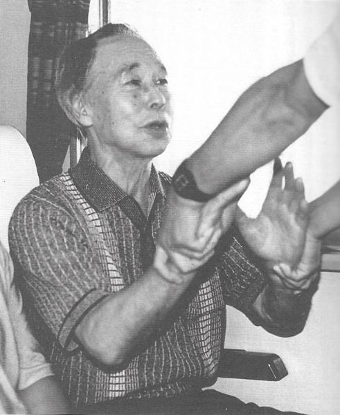 Yukiyoshi Sagawa demonstrates Aiki-age
